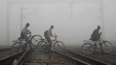Delhi Winters: 14 Trains Delayed Due to Fog, Minimum Temperature Settles at 7 Degrees Celsius in the National Capital
