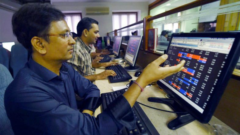Sensex, Nifty trades lower; Banking, IT stocks drop