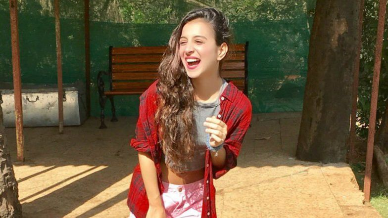 This Old Video of Bigg Boss 11 Contestant Benafsha Soonawalla Kissing a Girl is Going Viral