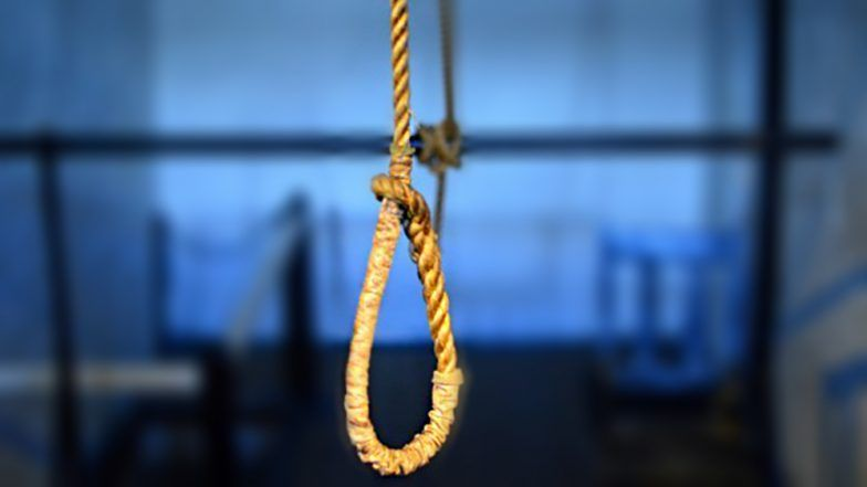 Delhi: Class 7 Girl Hangs Self From a Ceiling Fan, Blames Science Teacher for Her Extreme Step in the Suicide Note