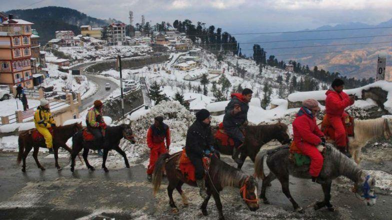 Jammu and Kashmir, Himachal Pradesh and Uttarakhand Witness Heavy Snowfall, Mercury Dips, Avalanche Warning Issued