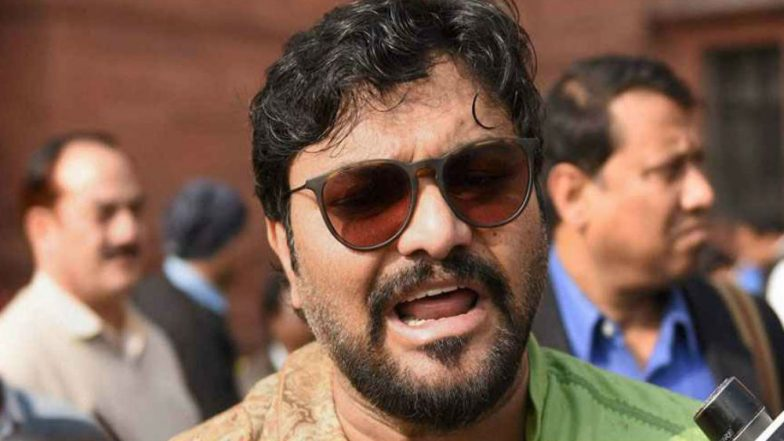 Babul Supriyo Takes His Pet Dog on Train to Fight Network Issues, Fails!