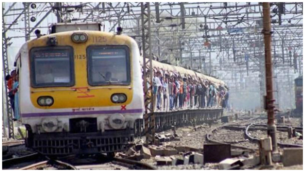 Mumbai Shocker: Man Dragged Out of Running Local Train for Resisting Theft Attempt, Dies