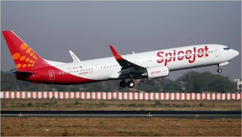 DGCA Suspends Licence of 2 SpiceJet Pilots for 135 Days for Damaging Runway Edge Lights During Landing at Mangalore Airport