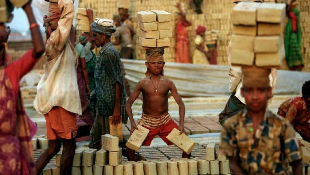 Gujarat Sees Mass Exodus of Migrant Labourers From Madhya Pradesh Amid COVID-19 Lockdown