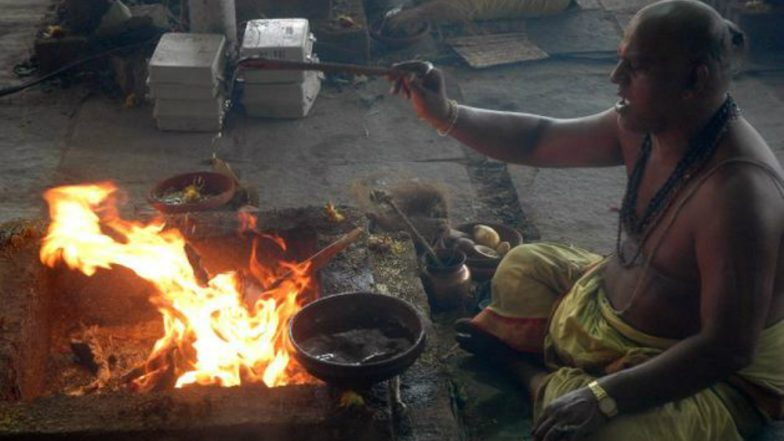 Burning mango wood to curb pollution, mahayagna begins in Meerut