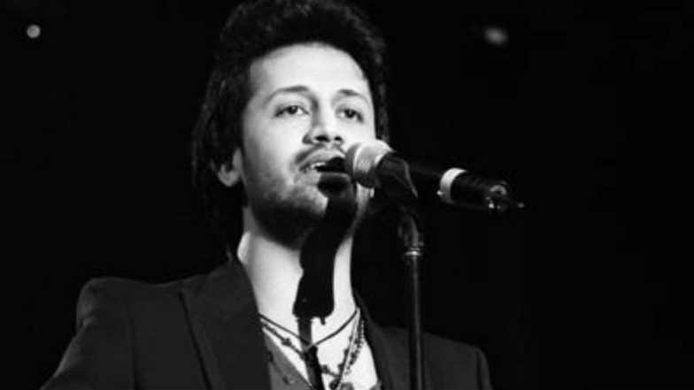 Pakistani Singer Atif Aslam Trolled for Singing Indian Songs at Pakistan Independence Day in New York (Watch Video)