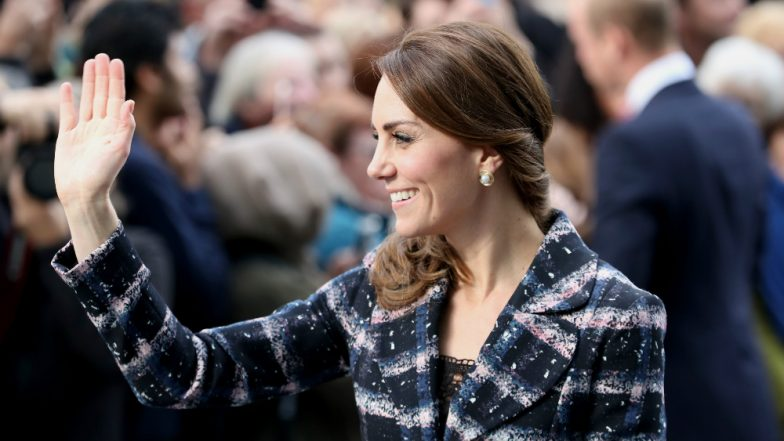 Why Are Kate's Fingers All The SAME length? Twitterati Have The Answers