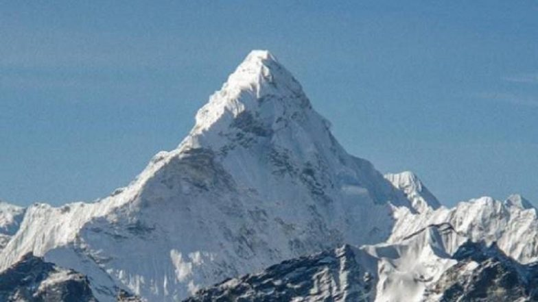 China to Build Eco-Friendly Toilet at a Camp on Mount Everest