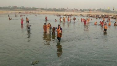 Akshaya Tritiya 2018 Celebrations: Devotees Take Holy Dip in Triveni Sangam in Allahabad