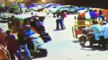 Rajasthan: Two Men on Bike Thrash Woman Traffic Constable in Jhunjhunu; Watch Video