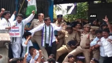 Andhra Pradesh Special Status Row: YSR Congress Workers Stage Rail Roko to Protest Against Centre