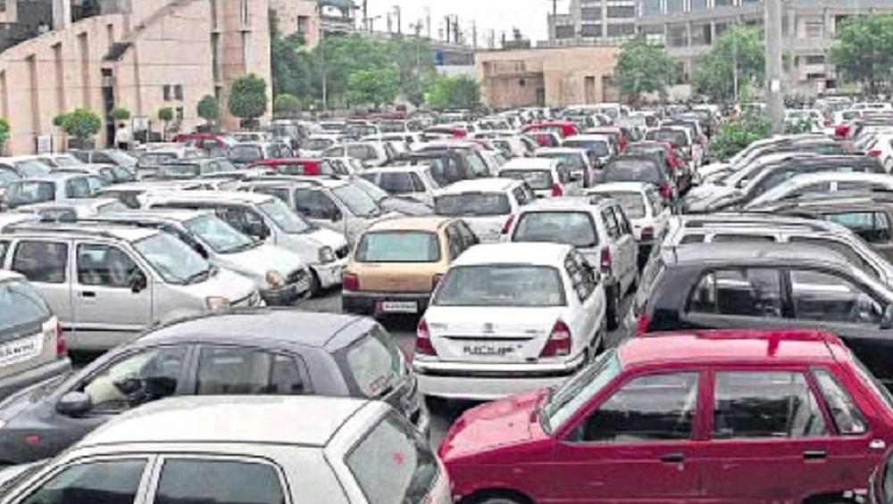 Mumbai Parking Woes: BMC to Soon Allow Locals & Visitors to Park Inside 13 Malls Across City at 'Nominal' Rates