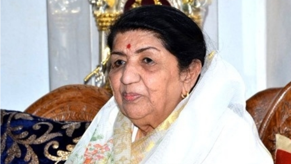 Lata Mangeshkar Health Update: The Singer Hospitalised and Kept on Ventilator Support After Being Diagnosed With Chest Infection; Now Sent Home