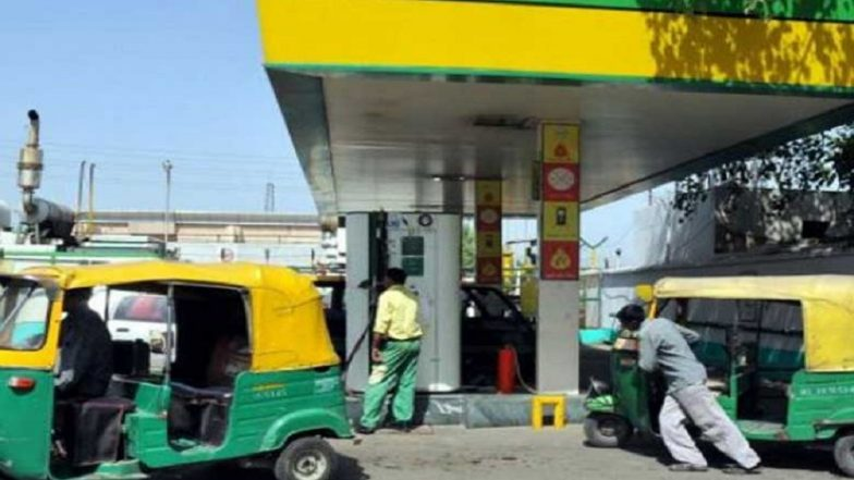 Auto Rickshaw, Cab Drivers Can Avoid Long Queues For CNG Thanks to Online Booking & SMS Service by Pumps