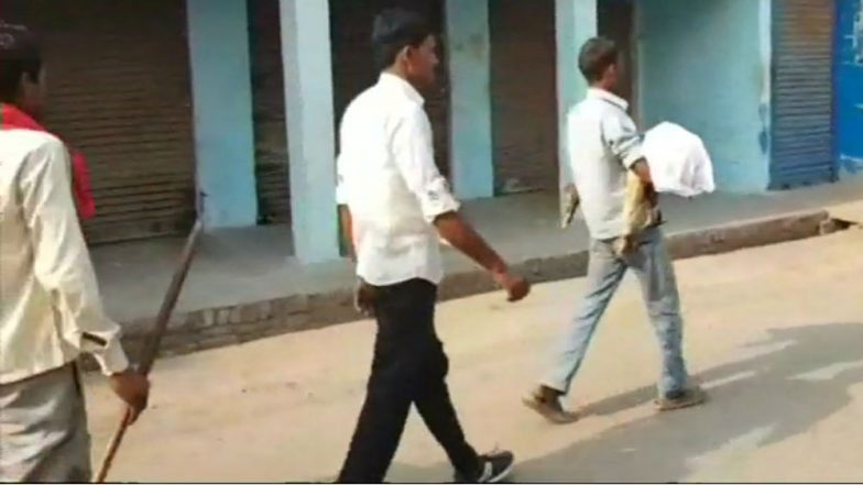 Uttar Pradesh: Man Carries Ailing 5-Year Old Son After Hospital Denies Ambulance in Hardoi
