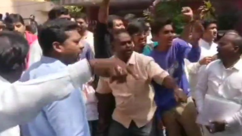 Karnataka Elections 2018: Clashes Broke out Between Congress, BJP Workers Outside Polling Booth