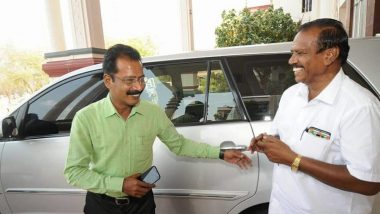 Tamil Nadu: Karur District Collector Becomes Chauffeur For His Driver on his Retirement Day as Gesture of Thanks