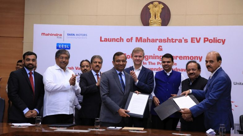 Mahindra & Mahindra Signs MoUs with Maharashtra Govt. for 1000 EVs in Next 1 Year
