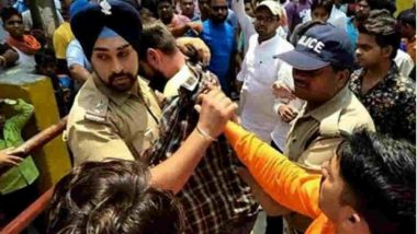 Sikh Police Officer Saves Man From Being Attacked by Mob in Uttarakhand (Watch Video)