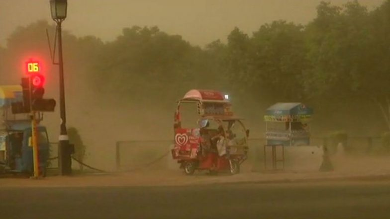Delhi: Strong Winds and Dust Storm Hits the Region