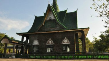 Wat Pa Maha Chedi Kaew Temple in Thailand is Made Up of Beer Bottles, View Pics