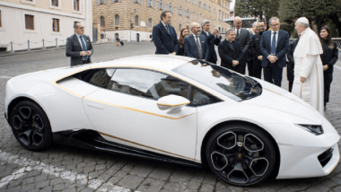 Lamborghini Huracan Owned by Pope Francis Auctioned for $1.13 Million