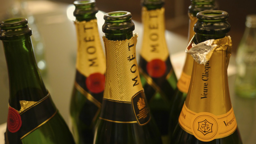 Thief Breaks Into Mumbai Businessman's House to Steal But Passes Out After Having Two Bottles of Champagne