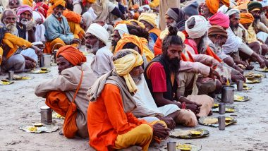 Ardh Kumbh Mela 2019: Images of Naga Sadhus, 'Kumbh Chalo' Slogans to Adorn 1,600 Rail Coaches Run by Indian Railways Specially for the Holy Event