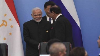 PM Modi Interacts, Shakes Hands With Pakistani President Mamnoon Hussain on Sidelines of SCO Summit