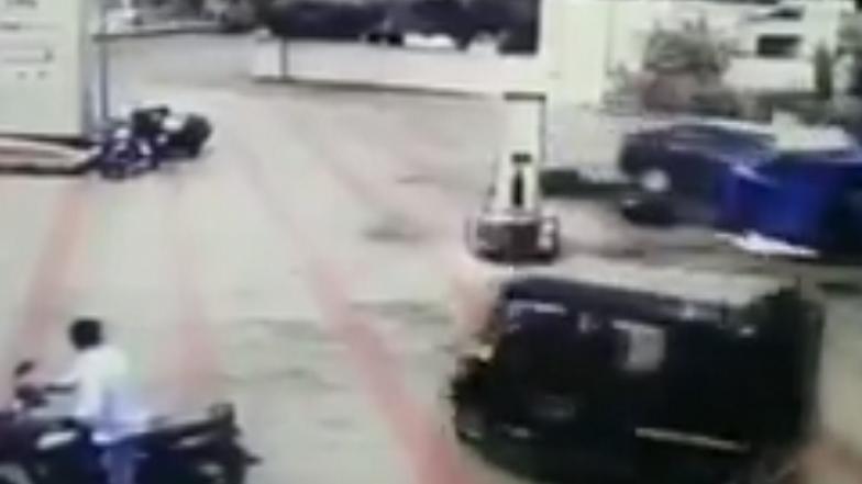 Gujarat: Car Rams Into Petrol Dispenser And Autorickshaw at a Pump, 3 Injured; Watch Video