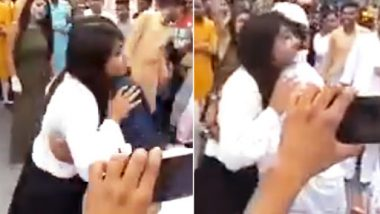 Brave Muslim Girl, Without Veil Hugs Young Boys Outside a Mall in Moradabad on Eid, Watch Viral Video From Uttar Pradesh