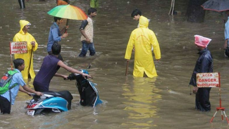 Uttar Pradesh Rains: Heavy Rainfall Trigger Flood-Like Situation As Ganga River Swells, Varanasi and Allahabad Worst Hit