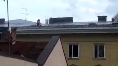 Raunchy Couple Risks Their Lives and Has Sex Atop a Four-Storey Building in Ukraine, Watch Video!