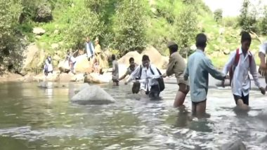 Students Dangerously Cross Tawi River in J&K to Reach Schools! Similar Incidents Reported from Maharashtra & Gujarat, Why Are Authorities Turning Their Head?