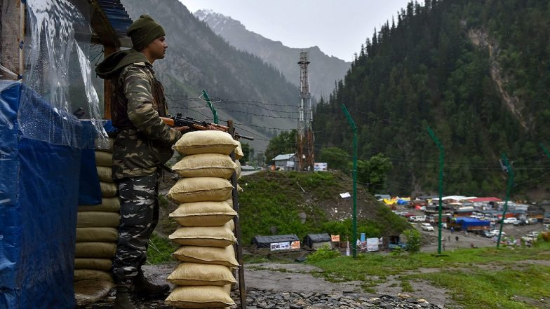 Amarnath Yatra 2018: Pilgrims Stranded at Jammu Base Camp Since 3–4 Days Due to Bad Weather, Say No Tickets Issued to Proceed Further
