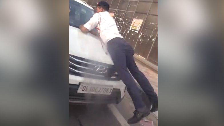 Watch Video: Delhi Traffic Cop Risks His Life, Clings Onto SUV's Bonnet to Stop Man From Getting Past Police Check Post