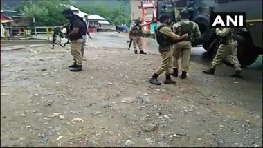 Jammu And Kashmir: Terrorists Attack Police Party in Khanyar at Shiraaz Chowk Area of Srinagar; 2 Injured