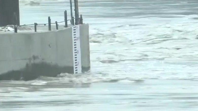 Yamuna River Crosses 'Danger Mark' As Water-Level Rises to 205.33 Metres, Delhi on Flood Alert