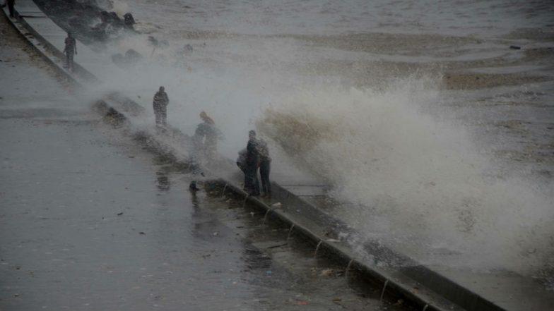 Mumbai: Two Men Drown in Sea Near Marine Drive; Navy Divers Begin Rescue Operation