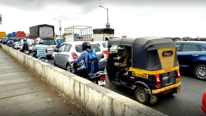 Kalwa Saket Bridge in Thane Develops Cracks Amid Heavy Rains in Mumbai, Commuters Experience Tremors