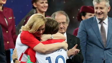 Croatian President Kolinda Grabar-Kitarovic Hugging Players After France vs Croatia 2018 World Cup Final Wins Internet: View Pics