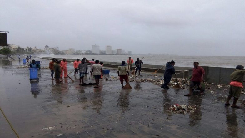 Marine Drive Promenade Littered With Plastic Waste During High Tide, BMC Workers Clean the Garbage Within an Hour