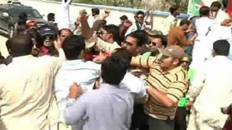 50 Injured in Clashes Between PML-N Workers, Police During Nawaz Sharif and Maryam Arrival in Lahore