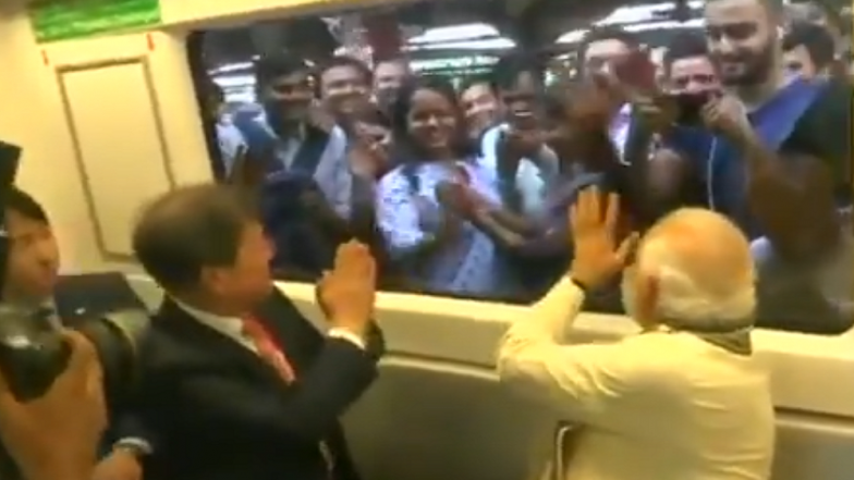Watch Video: South Korean President Moon Jae-in and PM Narendra Modi Share a Hearty Conversation in Delhi Metro, Greet Commuters