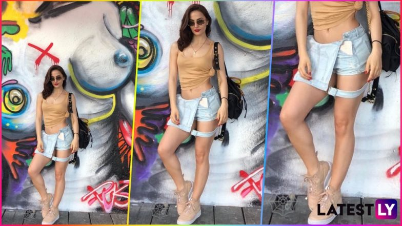 Elli AvrRam Shows Us How to Wear a Dungaree as a Skirt, but It's the Bare-Breasted Background Picture That's Got Instagrammers' Attention!