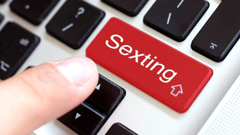 5 Safe Sexting Tips You Must Follow While You Indulge in 'Dirty Talk' Online