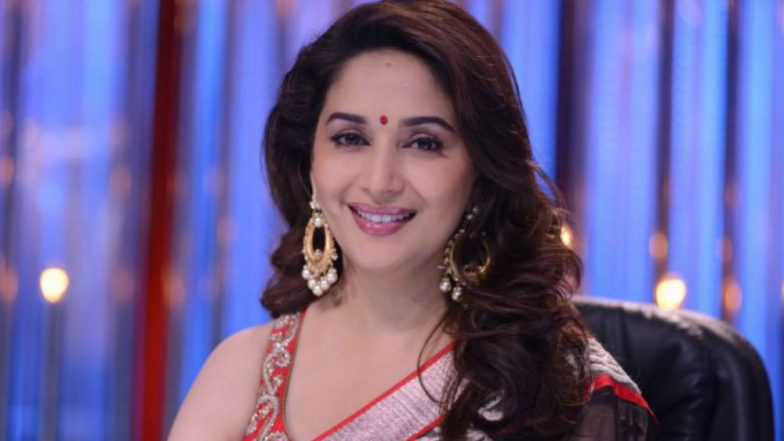 Zee Cine Awards 2019: Madhuri Dixit's Performance on Hum Aapke Hai Koun Song Will Make You Want a Sequel! (Watch Video)