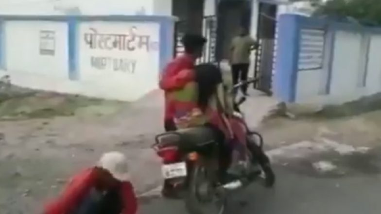 Madhya Pradesh Man Carries Mother's Dead Body on Bike, After Being Denied a Hearse Van in Mohangarh : Watch Video!