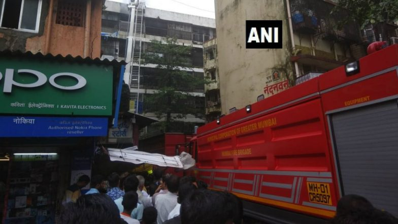 Fire at Atlantic Building in Mumbai's Dadar Area, 5 Fire Tenders Reach Shaitan Chowki for Rescue Operation
